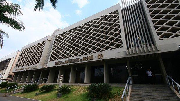 OAB-GO repudia ataque, praticado por homens encapuzados, a advogado de Águas Lindas
