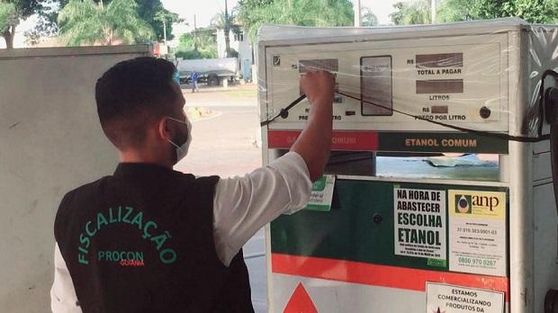 Preço da gasolina em Goiânia tem variação de 11% de acordo com o Procon e vai de R$ 5,39 a R$ 5,99. Confira os locais