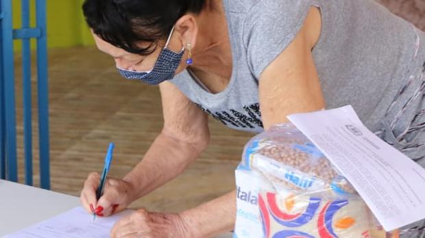 Goiânia entrega quase 290 mil kits de merenda escolar para alunos da rede municipal de ensino