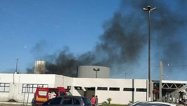 Quatro pessoas morrem em incêndio que atinge ala de hospital para Covid, em Aracaju