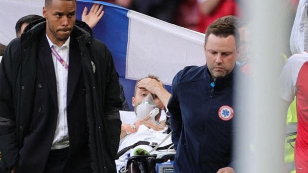 Eriksen, craque da Dinamarca, tem mal súbito em jogo da Eurocopa, mas foto o flagra acordado em maca