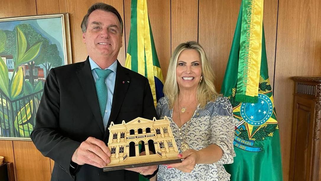 Bolsonaro nomeia mulher do deputado Ricardo Barros com salário de 27 mil reais