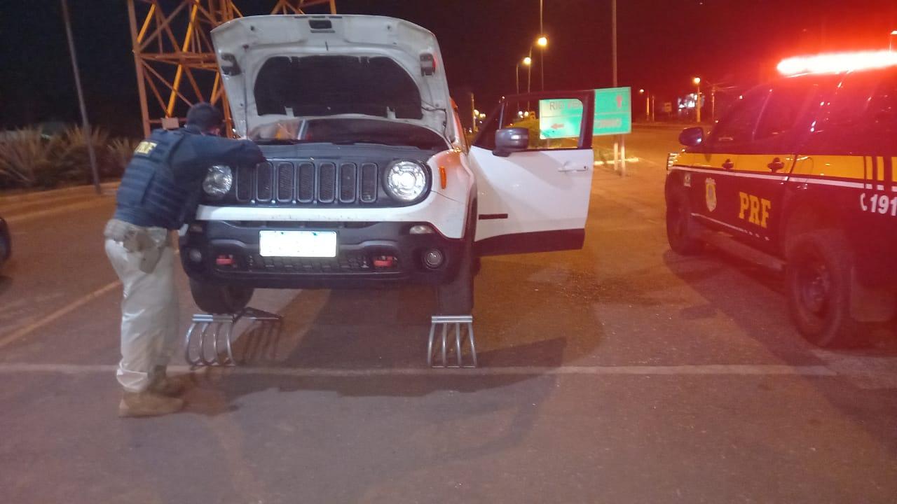 Carro roubado duas vezes no Rio de Janeiro é apreendido na BR 060