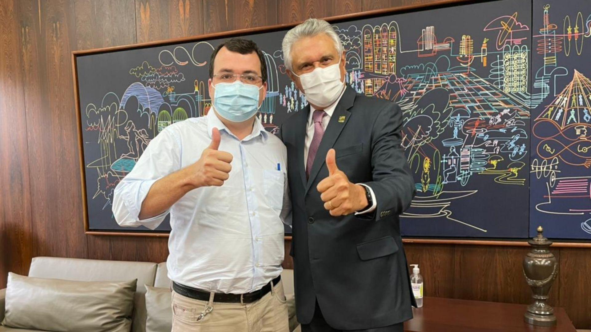 Candidato à presidência da AGM, Wilson Tavares também se encontra com Caiado