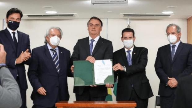 Bolsonaro sanciona MP que reduz tributos sobre o serviço banda larga