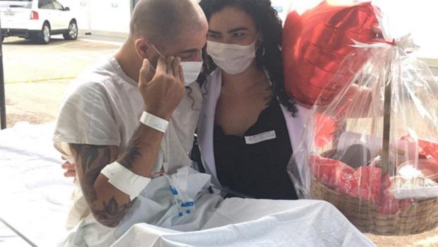 Pacientes do Hugo recebem surpresas de companheiros no Dia dos Namorados