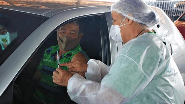 Goiânia deve ter drive-thru 24 horas para vacinação contra Covid no fim de semana