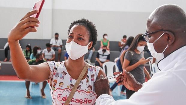 Prefeitura abre agendamento para vacinação de profissionais do ensino superior