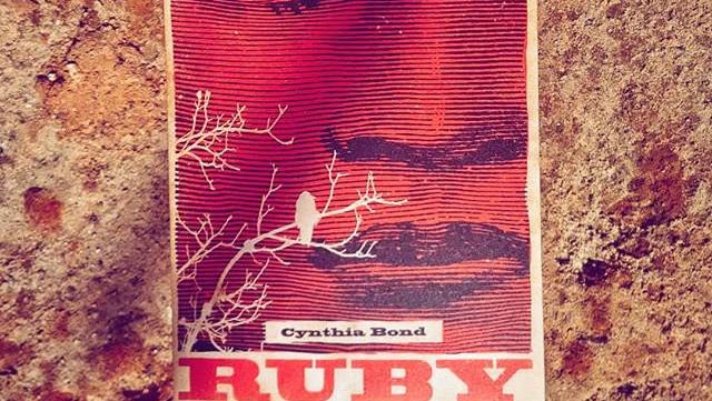 """""""Ruby"""" é um romance que trata da crueldade dos homens e da redenção propiciada pelo amor"""