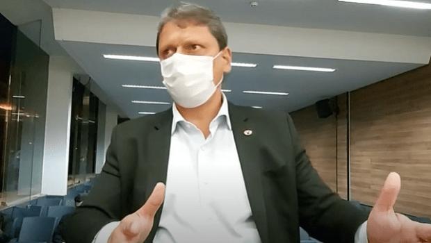 Governo Bolsonaro já entregou 143 obras, mas é criticado por concluir projetos de gestões anteriores, diz ministro
