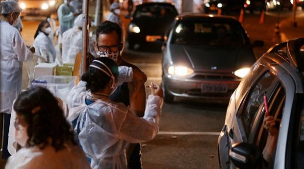 Em ação 'piloto', Goiânia imuniza 6,5 mil pessoas durante maratona de vacinação