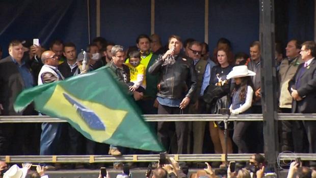 Bolsonaro comanda motociata com aglomeração em SP e volta a defender voto impresso