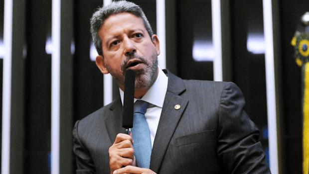 """""""O que atrapalha o Brasil são as versões que dão aos fatos verdadeiros"""", diz Lira sobre os R$ 5,7 bi do Fundo Eleitoral"""