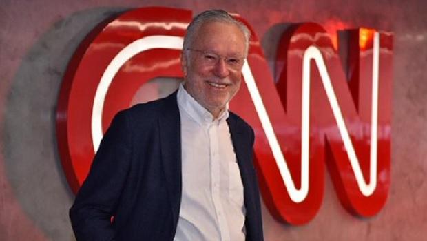 CNN demitiu Alexandre Garcia por ele desinformar o telespectador, e não por ser de direita