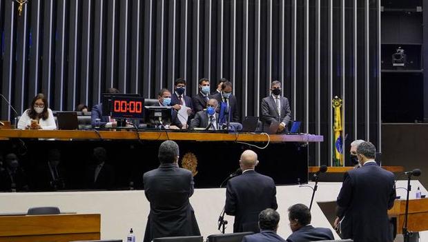 Câmara aprova texto-base da PEC da reforma eleitoral sem 'distritão'