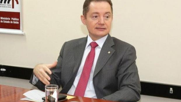 Procurador investigado por difundir discurso de ódio entrega comando do MPF