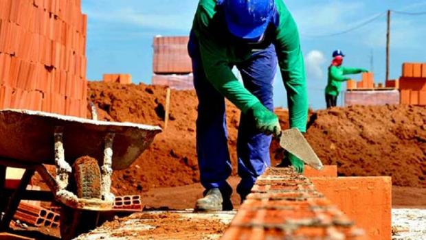 Construção civil gera emprego, mas sofre com falta de mão de obra qualificada