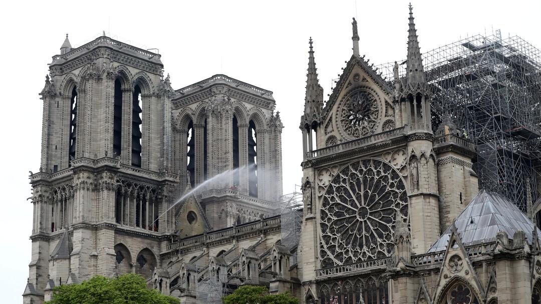"""""""Notre-Dame"""", de Ken Follet, é declaração de amor à catedral cujo incêndio chocou o mundo"""