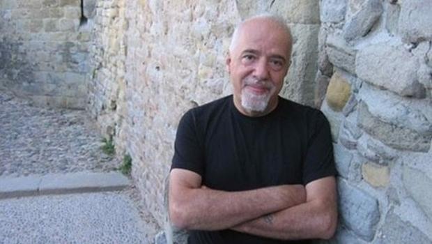 Paulo Coelho pede para que Bolsonaro seja barrado em assembleia da ONU