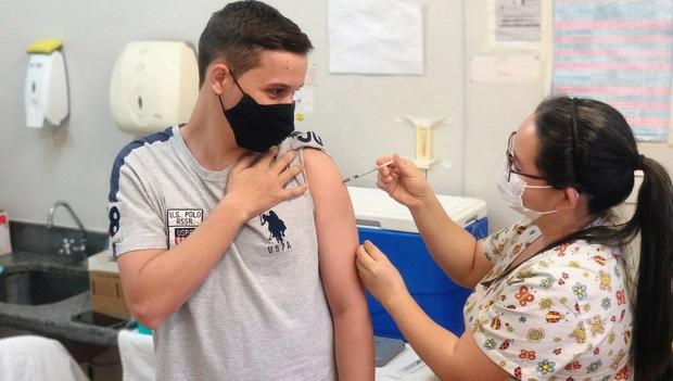 Goiânia amplia vacinação contra Covid para adolescentes a partir de 15 anos