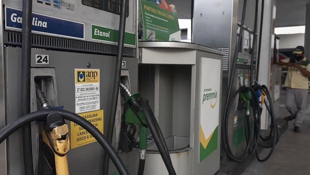 Incertezas jurídicas e econômicas são obstáculos para redução do ICMS de combustíveis em Goiás