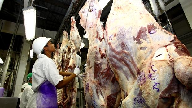 Consumo de carne bovina em Goiás caiu 50% e alto custo deve ser realidade para próximos anos, analisam entidades do setor