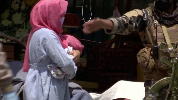 Juízas afegãs recebidas no Brasil recebem visto humanitário e emitem CPF