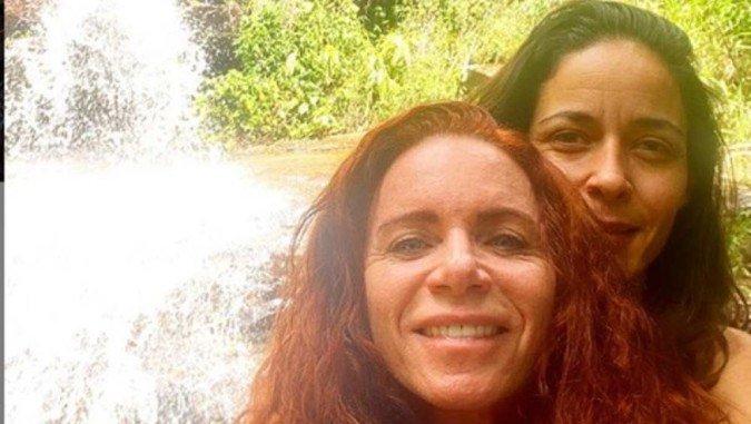 Jornalista da GloboNews diz que se casou com 2 homens e agora está apaixonada por uma mulher