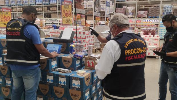 Procon-GO inspeciona venda de produtos que substituem derivados lácteos
