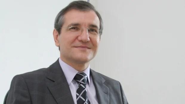 PT pode lançar ex-reitor da PUC como candidato ao governo