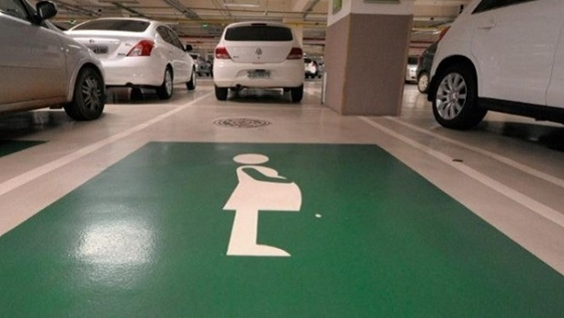 Grávidas e lactantes têm direito a vagas com exclusividade em estacionamentos