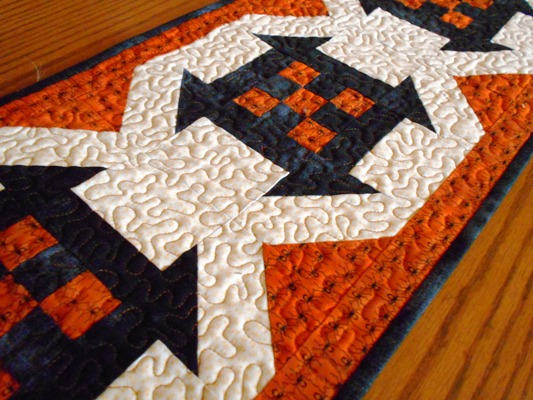 Halloween-table-runner-free-pattern-1
