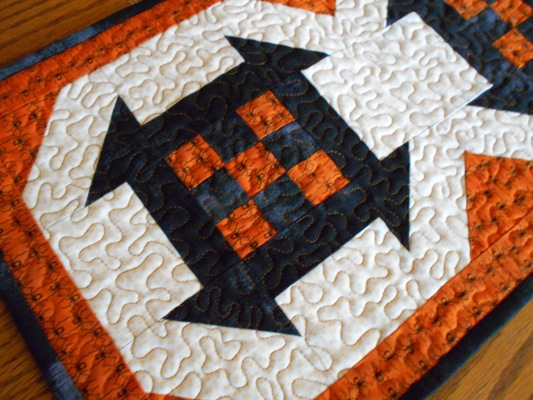 Halloween-table-runner-free-pattern-4