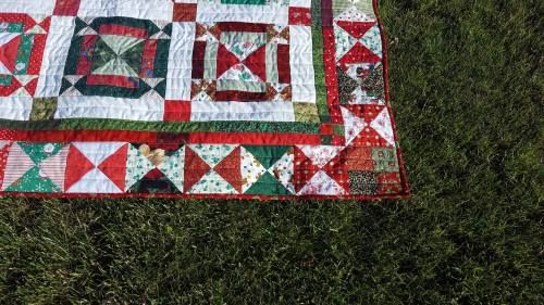 Jingle-Bell-Square-Quilt-10