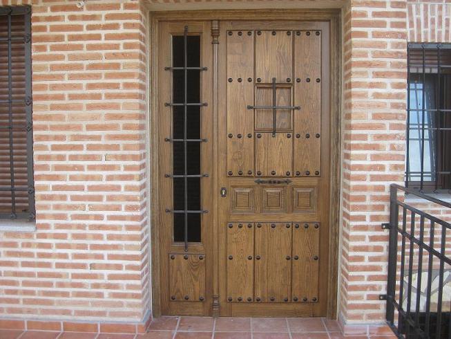 Puertas de calle  Carpinteria de madera en Los Navalmorales