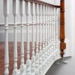 Pormenor da balaustrada das escadas de acesso aos apartamentos.