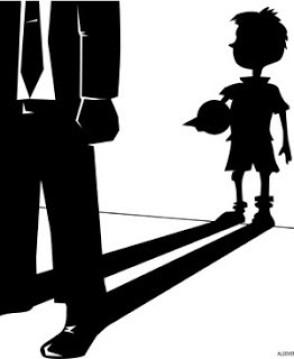 L'ombra del nen interior, present en la conducta i actitud de l'adult.