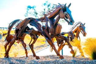 Mother-and-Foal-Sculpture-2036