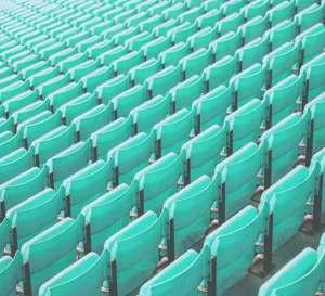 Läs mer om våra tjänster - Bild på massor av turkosa arenastolar. Det ser ut som att de aldrig tar slut.