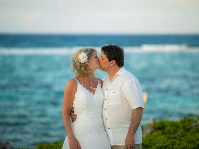 BC8A6144 640x480 c - Cayman Islands Vow Renewal