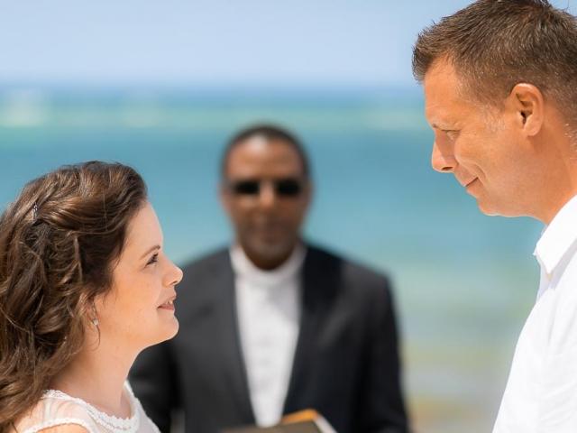 BC8A6892 640x480 c - Cayman Islands Wedding