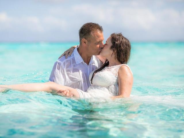 BC8A7593 640x480 c - Cayman Islands Wedding