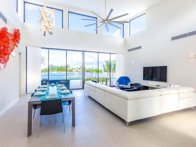 BC8A9439 HDR Edit 2 640x480 c - White Dahlia Real Estate