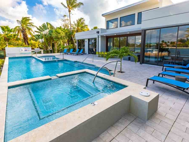 BC8A9485 640x480 c - White Dahlia Real Estate