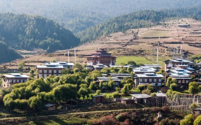 Bhutanese rural life on the westward road to Paro