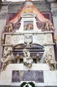 Michaelangelo's burial chapel.