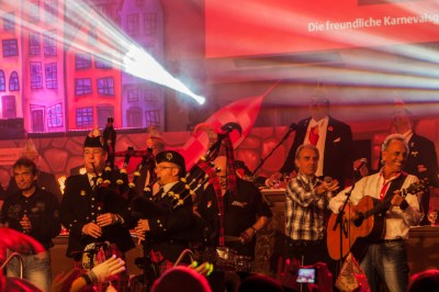 "My favorite Cologne band, the Bläck Fööss close their performance with ""Du bes die Stadt,"" a love balad to the city of Cologne. The audience is on their feet singing along and bagpipers walk in for the finale. Guaranteed to bring down the house!"