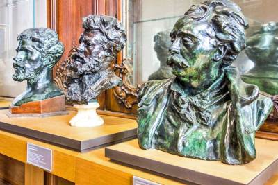 Bronze busts of Albert-Ernest Carrier Belleuse and MauriceHarquette.