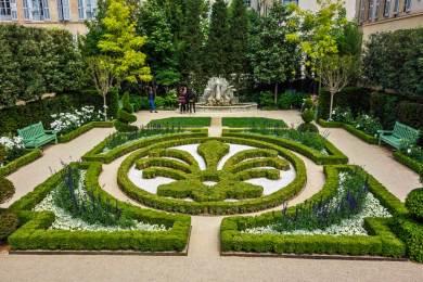 France-Aix Caumont Garden