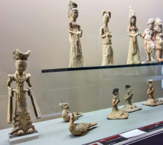 Fine exemples of tomb figures from the Han dynasty, 206 BC–220 AD.
